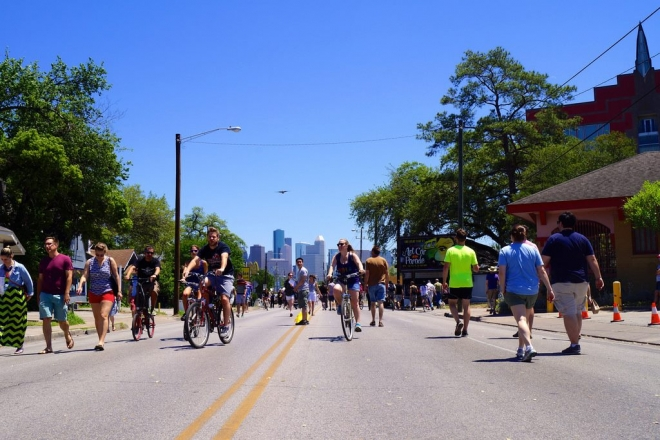 A typical scene from Sunday Streets HTX. Photo by David A. Brown of dabphoto.